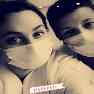 """Coralie et Joanna - Agents hospitaliers à l'hôpital de St Louis à La Rochelle - """"Restez chez vous s'il vous plaît"""""""